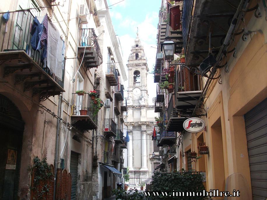 Bilocale Palermo Via Orologio 2