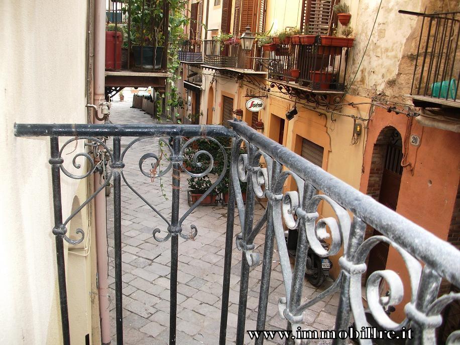 Bilocale Palermo Via Orologio 5